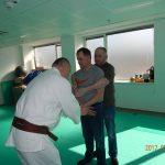 Attila a tanító a fogásból való szabadulást mutatja be